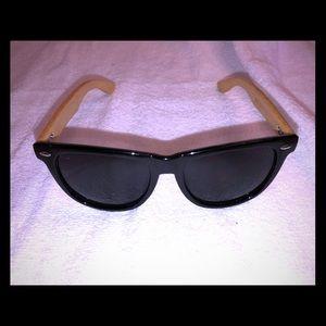 Accessories - Wood frame unisex sunglasses